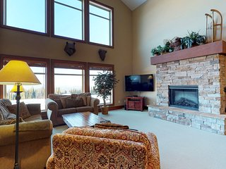 Family lodge with a private hot tub & mountain views, near the ski slopes