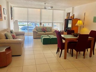 Three Bedrooms next to Intercontinental Hotel-Isla Verde Beach