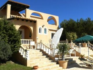 3 bedroom Villa with Air Con, WiFi and Walk to Beach & Shops - 5047296
