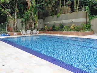 Apartamento a 150 metros da praia com piscina climatizada e sauna