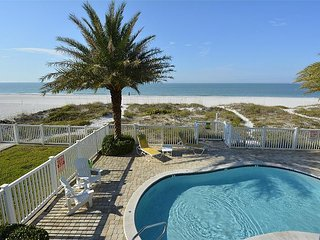 Sunset Villas 1 Amazing pool/Beachfront/BBQ/2 balconies-only 4 condos!