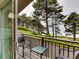Romantic skylit studio with private deck and beautiful oceanfront views