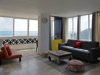 Apartment sea view at 40 metres to the main beach with pool.Very good price