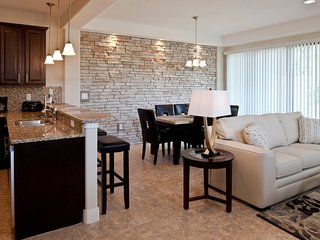 FANTASTIC 4BR/3.5BA TOWNHOUSE, CLOSE TO PARKS, POOL