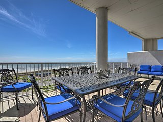 Beachfront Resort Condo - w/ Sweeping Ocean Views
