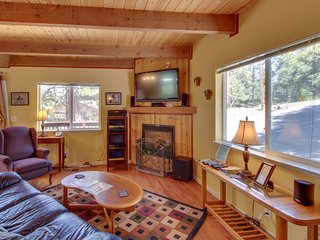 Cozy, family-friendly mountain chalet w/shared pool & more, near Yosemite