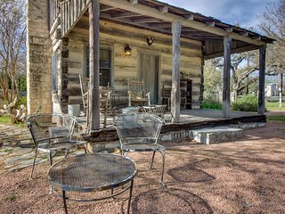 Riverview cabin w/ a lovely porch & lawn, close to it all!