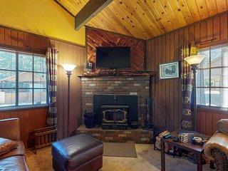 Charming home w/ full kitchen & wood stove - minutes to ski slopes!