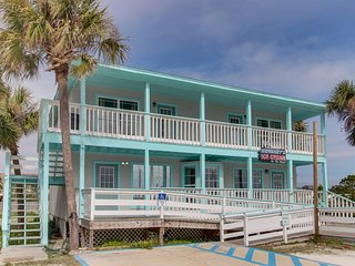 NEW LISTING! Cozy, dog-friendly condo with amazing gulf and ocean views!