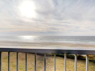 NEW LISTING! Nye Beach oceanfront studio condo with seasonal shared pool