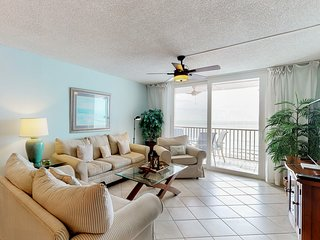 NEW LISTING! Comfortable beachfront condo w/ shared pool & hot tub - gulf views