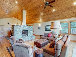 NEW LISTING! Spacious house with private hot tub, shared pool, golf and skiing