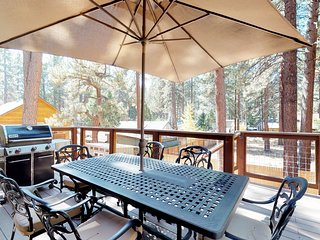 Spacious home w/private hot tub, deck & grill, near lake & skiing