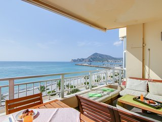Contemporary, oceanfront apartment with balcony & views - walk to beach
