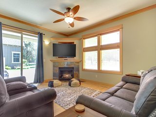 NEW LISTING! Spacious Eagle Crest home w/shared pool, hot tub & resort amenities