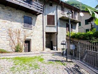 Two-level Carate Urio home w/ balcony & incredible lake/mountain views!