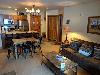 Red Hawk 2222 Modern 1 Bedroom Ground Floor Condo by SummitCove Lodging