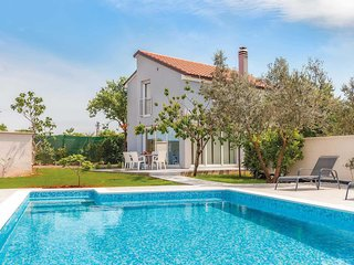 2 bedroom Villa with Pool, Air Con and WiFi - 5776011