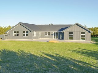 Beautiful home in Jerup w/ Sauna, WiFi and 7 Bedrooms