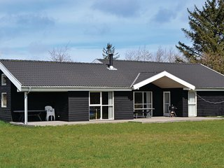 Awesome home in Strandby w/ Sauna, WiFi and 4 Bedrooms