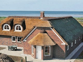 Amazing home in Blåvand w/ Sauna, WiFi and 6 Bedrooms
