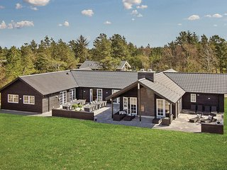 Stunning home in Blåvand w/ Sauna, WiFi and 9 Bedrooms
