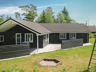 Nice home in Hals w/ Sauna, WiFi and 4 Bedrooms (A30330)