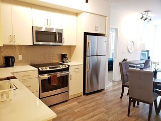 G12 408 - Lovely and Amazing 2 BR Suite in Heart of DTLA