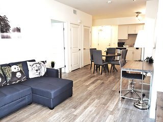 G12 641 - Lovely Home away from Home 1BR Suite in Downtown