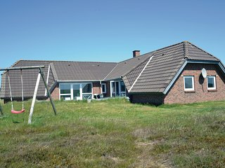 Stunning home in Hvide Sande w/ Sauna, WiFi and 5 Bedrooms