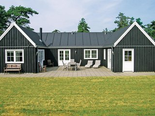 Nice home in Hals w/ Sauna, WiFi and 4 Bedrooms
