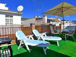 Trancos-Nerja town centre-close to bars, restaurants & beach-FREE WIFI-R1315