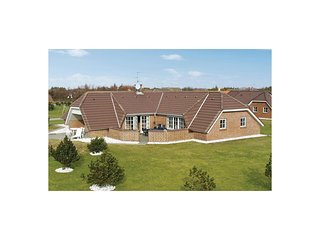 Amazing home in Blavand w/ Sauna, WiFi and 5 Bedrooms (A3095)