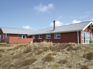 Nice home in Hvide Sande w/ Sauna, WiFi and 5 Bedrooms