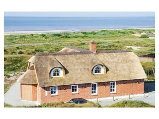 Amazing home in Blåvand w/ Sauna, WiFi and 6 Bedrooms (A3128)