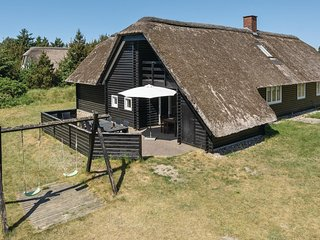 Awesome home in Blåvand w/ Sauna, WiFi and 5 Bedrooms (A3200)