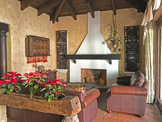 Casa Aranjuez - Spacious colonial family home with parking