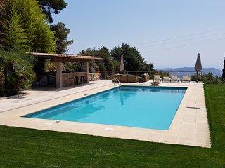 Belle villa moderne piscine & tennis privés, magnifique vue Mer