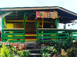 Sunny Daze Clean Budget Accommodation Marigot Bay