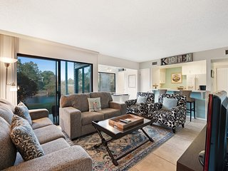 Family-friendly, lakefront condo w/ shared pools & 2 tennis courts