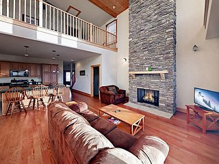 Corner Unit w/ Mountain Views & Heated Indoor Pool, Next to Wolf Ridge  Lift