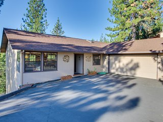 Welcoming house w/lovely deck, view of trees, community pool, tennis & more
