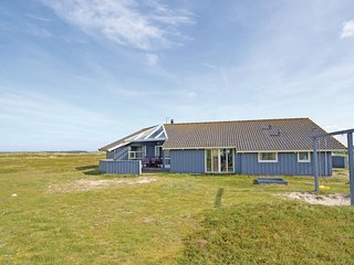 Stunning home in Hvide Sande w/ Sauna, WiFi and 3 Bedrooms