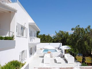 6 bedroom Villa with Pool, Air Con, WiFi and Walk to Shops - 5047364