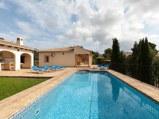 3 bedroom Villa with Pool, Air Con and WiFi - 5047596