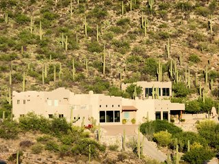 Airplane Views of Tucson Valley from Highest Luxury Home, Hot tub, 5 en-suites