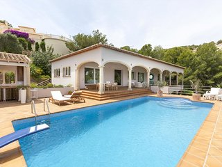 4 bedroom Villa with Pool, Air Con and WiFi - 5047598