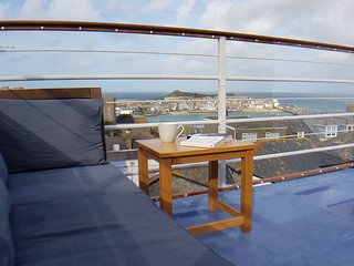 Central St Ives cottage, dog friendly, spectacular views, roof terrace