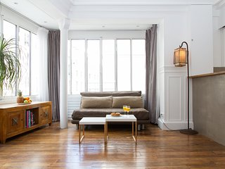 1086. IN THE HEART OF PARIS ON FAMOUS RUE ST HONORE STEPS FROM LOUVRE &TUILERIES
