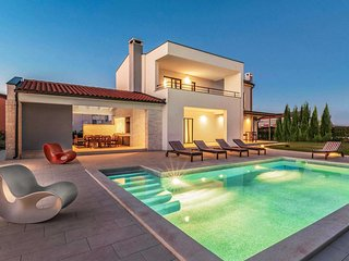 4 bedroom Villa with Pool, Air Con and WiFi - 5776019